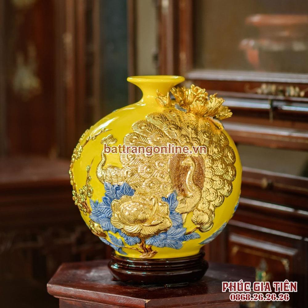 Bình hút lộc chim công dát vàng nền vàng cao 28cm