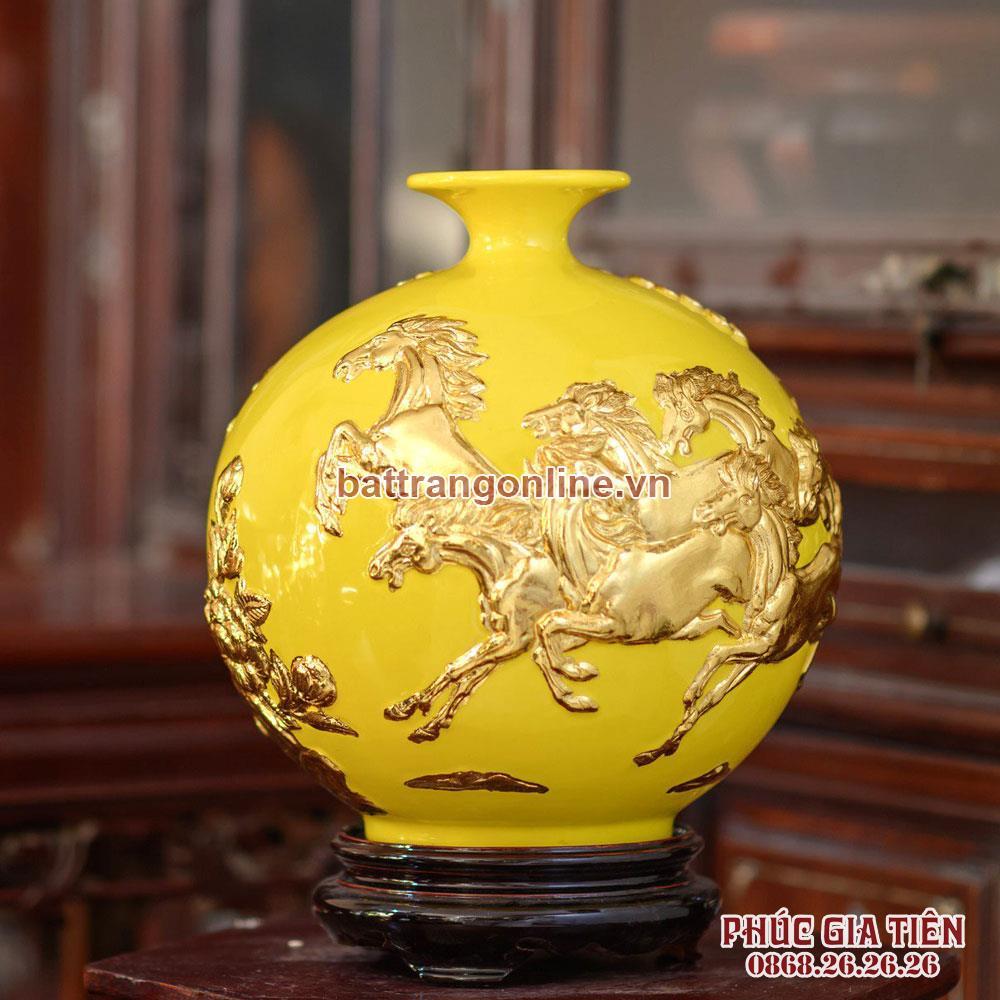 Bình hút lộc mã đáo thành công dát vàng nền vàng cao 28cm
