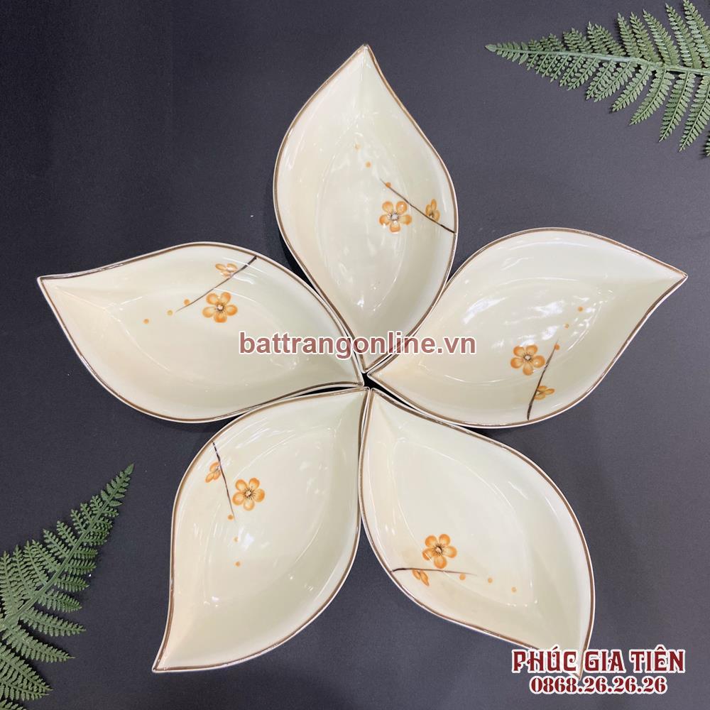 Bộ đĩa hình lá vẽ hoa mai vàng