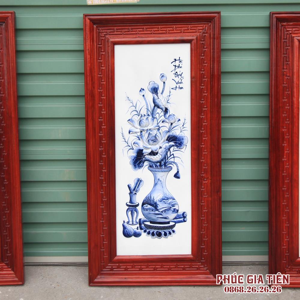Tranh sứ đắp nổi cổ đồ tràm khung gỗ hương cao 98cm rộng 48cm