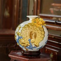 Bình hút lộc chim công dát vàng nền trắng cao 28cm