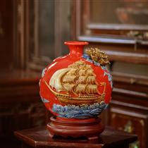 Bình sứ thuận buồm xuôi gió, nền đỏ, cao 20cm