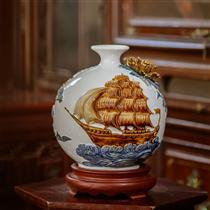Bình sứ thuận buồm xuôi gió, nền trắng, cao 20cm