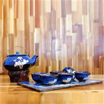 Bộ trà dáng ấm Hạt men xanh biển khắc hoa sen