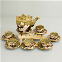 Bộ trà dáng vuông men gấm vàng khắc hoa sen