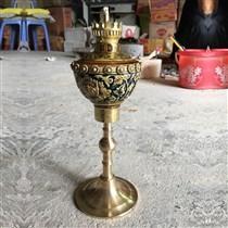 Đèn dầu thờ khắc nổi - chân đồng - cao 34 cm